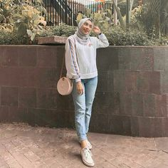 Trendy Ideas for style hijab casual pantai – Hijab Fashion 2020 Modern Hijab Fashion, Street Hijab Fashion, Hijab Fashion Inspiration, Muslim Fashion, Look Fashion, Fashion 2020, Trendy Fashion, Runway Fashion, Fashion Beauty