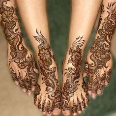 Arabic bridal mehendi designs are popular with contemporary brides.