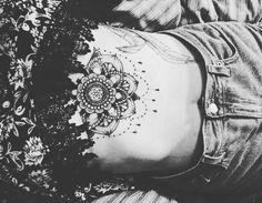 "272 curtidas, 1 comentários - Alicja Janeczek (@janeczekalicja) no Instagram: ""#tattoo #underboob #black #white #gray #blouse #jeans #bones #skinny #big"""