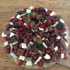 Forget Grazing Tables: Grazing Platters Are Now a Thing! Dessert Platters are Now a Thing! Party Platters, Party Trays, Snacks Für Party, Cheese Platters, Table Party, Fruit Party, Party Buffet, Party Drinks, Diy Dessert