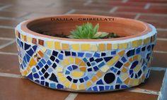 Mosaicos : Macetas Mosaic Planters, Mosaic Flower Pots, Gaudi Mosaic, Mosaic Tiles, Mosaic Crafts, Mosaic Projects, Mosaic Madness, Mosaic Designs, Diy Arts And Crafts