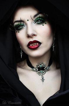 Adorable Gothic Vampire Makeup Ideas For Halloween Party 46 Art Vampire, Vampire Love, Female Vampire, Gothic Vampire, Vampire Girls, Dark Gothic, Gothic Art, Gothic Girls, Vampire Fangs