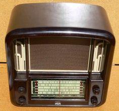 Airzone theatre radio in brown bakelite Cb Microphone, Modern Industrial, Industrial Design, Radio Antigua, Retro Radios, Television Tv, Old Time Radio, Antique Radio, Transistor Radio