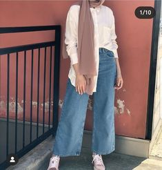 Discover recipes, home ideas, style inspiration and other ideas to try. Hijab Fashion Summer, Modest Fashion Hijab, Modern Hijab Fashion, Street Hijab Fashion, Hijab Fashion Inspiration, Casual Dress Outfits, Casual Hijab Outfit, Muslim Fashion, Simple Outfits