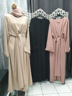 Robe wrap jasmine robe cape grande taille qalam dress qalamdress how the chicest new yorkers are braving the chilly weather Abaya Fashion, Muslim Fashion, Modest Fashion, Fashion Outfits, Pakistani Dress Design, Pakistani Dresses, Pakistani Clothing, Modest Dresses, Modest Outfits