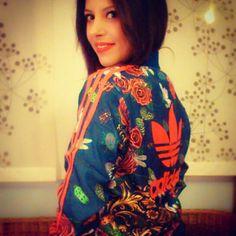 mi chaqueta favorita hasta la fecha: sudadera adidas by Rita Ora