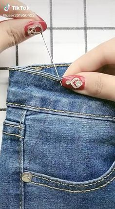 Diy Clothes And Shoes, Sewing Clothes, Sewing Jeans, Diy Jeans, Sewing Hacks, Sewing Projects, Sewing Basics, Diy Fashion Hacks, Ladder Stitch
