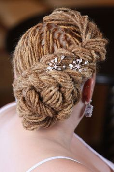 tobnatural:    gofro:      gofro-blog.tumblr.comyoutube.com/user/itsagoonthefro      Pretty 'do for a gorgeous loc'ed bride… :: #dreadstop
