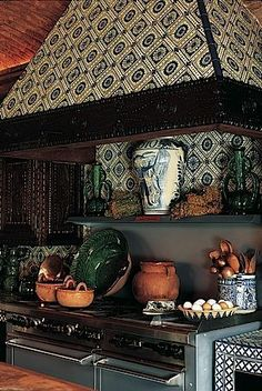 (Mexican kitchen with blue talavera tiles. Hacienda Kitchen, Mexican Kitchen Decor, Mexican Kitchens, Rustic Kitchen, Mexican Hacienda, Hacienda Style, Spanish Style Homes, Spanish House, Mexican Designs