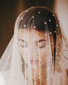 Detalle de velo de novia con adornos. Perfect Wedding, Dream Wedding, Campaign, Pearls, Pretty, Photography, Beautiful, Instagram, Weddings