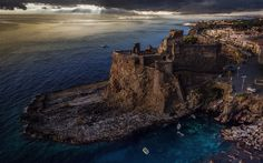 Download wallpapers Castello Normanno, old fortress, fort, ruins of the fortress, coast, Mediterranean Sea, icily, Aci Castello, Italy