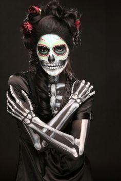 Make Sugar Skull La Catrina costume yourself Costume idea for carnival, Halloween & carniv Sugar Skull Make Up, Halloween Makeup Sugar Skull, Masque Halloween, Sugar Skulls, Candy Skulls, Dead Makeup, Fx Makeup, Skull Makeup, Skeleton Makeup