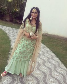 Haute spot for Indian Outfits. Sharara Designs, Kurti Designs Party Wear, Indian Gowns, Indian Attire, Pakistani Dress Design, Pakistani Dresses, Indian Wedding Outfits, Indian Outfits, Punjabi Suits Party Wear