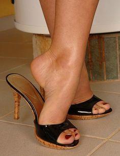 Sexy Legs And Heels, Black High Heels, High Heels Stilettos, High Heel Boots, Stiletto Heels, Frauen In High Heels, Pantyhose Heels, Beautiful High Heels, Sexy Sandals