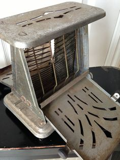 I remember mom making toast with this toaster. No pop up, if left in to long just do a little toast scraping. Vintage Appliances, Small Appliances, 50s Vintage, Vintage Antiques, Vintage Stuff, Vintage Toaster, Toast Rack, Kitchen Collection, Kitchen Items