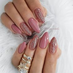 The trend of almond shape nails has been increasing in recent years. Many women who love nails like almond nail art designs. Almond shape nails are suitable for all colors and patterns. Almond nails can be designed to be very luxurious and fashionabl Mauve Nails, Pink Nails, My Nails, White Nails, Rose Gold Nails, Oval Nails, Gradient Nails, Rainbow Nails, Trendy Nail Art