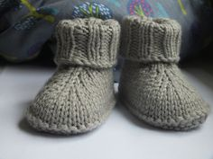 Baby-Hausschuhe (English) The Effective Pictures We Offer You About babysocken stricken fuchs A qual Baby Knitting Patterns, Baby Patterns, Crochet Patterns, Crochet Baby Boots, Knit Baby Booties, Knit Crochet, Baby Booties Free Pattern, Pull Bebe, Baby Slippers