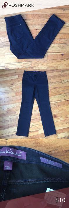 Gloria Vanderbilt High Waist Sadie Slim Jeans Inseam: 30.5 in | Waist: 30 in |  Great condition! Please ask if you have any questions :) Gloria Vanderbilt Jeans Straight Leg