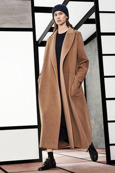 Guarda la sfilata di moda Max Mara a New York e scopri la collezione di abiti e accessori per la stagione Pre-Collezioni Autunno-Inverno 2018-19.