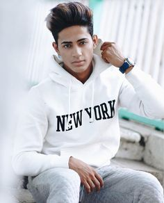 Bol yarr Safina bol kuch are u happy by seeing me like this Photo Pose Style, Photo Pose For Man, New Photo Style, Man Photo, Portrait Photography Men, Photography Poses For Men, Danish Men, Best Photo Poses, Fashion Model Poses
