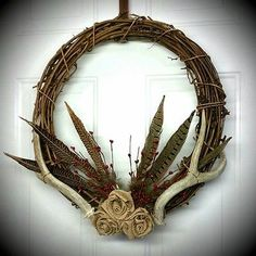 Shabby Chic Home Decor Antler Crafts, Antler Art, Rope Crafts, Shabby Chic Homes, Shabby Chic Decor, Rustic Decor, Christmas Bazaar Crafts, Antler Wreath, Homemade Wreaths