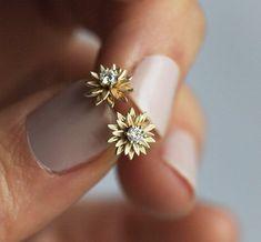 "Gold Diamond Flower Studs, Sunflower Diamond Stud Earrings Earring, which implies ""earring"" around The english Gold Studs, Diamond Studs, Diamond Jewelry, Silver Jewelry, Fine Jewelry, Vintage Jewelry, Silver Ring, Emerald Diamond, Dainty Jewelry"