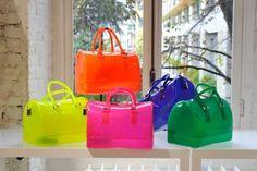 #moda #fashion Abiti e accessori #fluo @furla - http://www.amando.it/moda/abbigliamento/abiti-accessori-fluorescenti.html