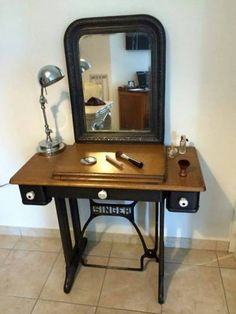 Old furniture renovation sewing machines Trendy ideas Antique Sewing Machine Table, Diy Sewing Table, Antique Sewing Machines, Arranging Bedroom Furniture, Small Bedroom Furniture, Retro Furniture Makeover, Singer Sewing Tables, Diy Furniture Projects, Furniture Design