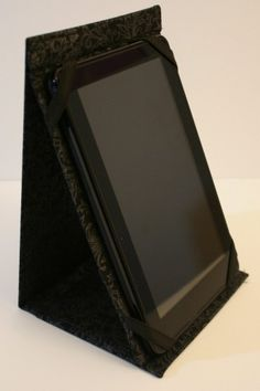 Kindle holder made from a 3 ring binder. Tutorial