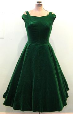 Delicious off-the-shoulder emerald green velvet cocktail dress, 1950s.