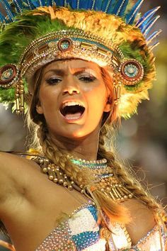 The Brazilian singer Kelly Key in Samba School Parade in Rio de Janeiro. Carnival Dancers, Rio Carnival, Trinidad Carnival, Carnival Outfits, Carnival Costumes, Carnaval In Rio, Carnival Inspiration, Beautiful Costumes, People Around The World