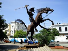 Escultura del Quijote, de Teresa Valenzuela. Calle 23 con J, Vedado.