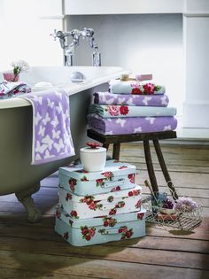 Gorgeous towels and patterned accessories #home #towels #boxes