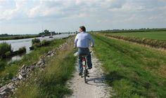 Rond #Sneek zijn vele fietsroutes aanwezig zoals bijvoorbeeld de OBW (Old Burger Weeshuis) route. Deze cultuurhistorische fietsroute is 55 km lang en leidt onder andere langs de negen pachtboerderijen van het Old Burger Weeshuis. Meer informatie: http://www.vvvsneek.nl/