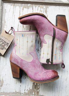the wanderlust boot- retro pink