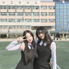 2 Best Friends, Korean Best Friends, Best Friend Photos, Best Friend Goals, Best Friends Forever, Ulzzang Korean Girl, Ulzzang Couple, Korean Student, Girl Friendship