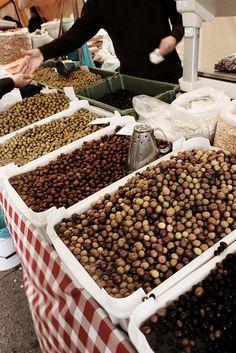 Market by Mónica Isa Pinto, via Flickr