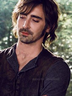 Lee Pace as Garrett in Breaking Dawn 2. what a HOTTIE!!! Love him, hate anything twilight.