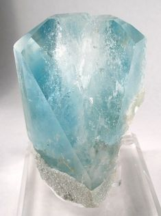 Blue Topaz with Lepidolite from Xanda Mine, Minas Gerais, Brazil [db_pics/pics/vlt-6a.jpg]