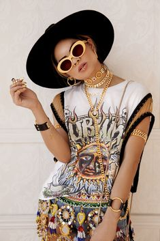 Shop gold chains at vidakush! Festival season is near, so prepare your look and add some swag with some VK jewelry :) Selfies, Tribal Trends, Piercing, Pakistani Bridal Makeup, Big Sunglasses, Mexican Fashion, Street Style Edgy, Afro Punk, Festival Looks