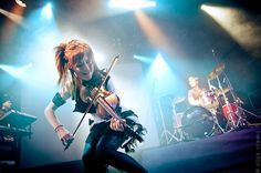 #LindseyStirling... I love how Gavi and Drew are just smiling in the back....