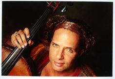 """Com a proposta de reunir músicos de diferentes estados brasileiros, a mostra """"Duos – Música Instrumental Brasileira"""" acontece entre os dias 3 e 19 de outubro, no Centro Cultural dos Correios, sempre às 20h. A entrada é Catraca Livre."""