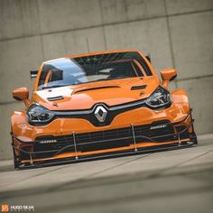 The Clio 4 RS was one of the best small hot hatchbacks you could buy, even though its reception was pretty rough back in People complained about the lack of a manual gearbox, which Renault never got around to fixing. Gt Cars, Race Cars, Clio Williams, Hugo Silva, Clio Sport, Clio Rs, Porsche, Audi, Megane Rs