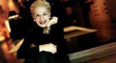 La diseñadora  Carolina Herrera es sinónimo de elegancia, feminidad y empoderamiento, todo en  uno.(adsbygoogle = window.adsbygoogle || []).push({});  Desde muy joven, la diseñadora Carolina Herrera tuvo acceso a la cultura y a la moda  internacionales, y fue a sus 13 años cuando vio por primera vez un desfile de  modas de alta costura. Considerada como una de las mujeres mejor vestidas del  mundo, Herrera sirvió de inspiración para diferentes fotógrafos y artistas.Estas  son algunasfrases Perfume Carolina Herrera, Ch Carolina Herrera, Carolina Herera, Givenchy, Valentino, Mature Fashion, Fashion Over 50, Women's Fashion, Elsa Peretti