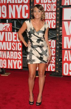 Lauren Conrad of MTV's 'The Hills' wearing Diane Von Furstenberg on the red carpet at the 2009 MTV Video Music Awards in New York City.