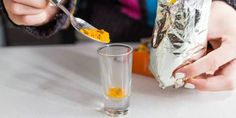 Zobacz co się dzieje w wątrobie i mózgu, gdy pijesz wodę z dodatkiem kurkumy - Zdrowe poradniki