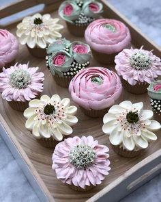 Themed Cupcakes, Fun Cupcakes, Wedding Cupcakes, Cupcake Cakes, Flower Cupcake Cake, Flower Cakes, Cupcake Party, Wedding Cake, Cupcakes Design