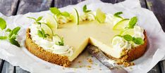 Key lime pie eli limettipiirakka - K-ruoka Key Lime Pie, Key Lime Filling, Graham Cracker Crumbs, Graham Crackers, Lime Uses, Vanilla Biscuits, Pie Kitchen, Slice Of Lime, American Desserts