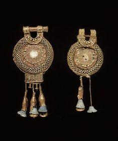 Pair of earrings. Around 1200 BC - 19th dynasty (circa 1295-1186). | Photo (C) BPK, Berlin, Dist. RMN-Grand Palais / Jürgen Liepe