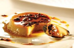 Flan de manzana verdes - how sensational does this look? Sweets Recipes, Tea Recipes, Real Food Recipes, Holiday Recipes, Custard Desserts, No Bake Desserts, Mousse Dessert, Savory Pastry, Star Food